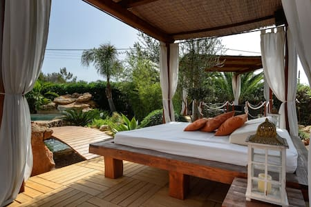 Cottage with Pool 16 min from Ibiza - Casa
