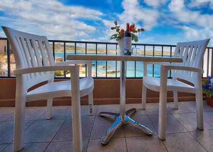 SEAFRONT FLAT- BEACH 10 meters away - Apartamento
