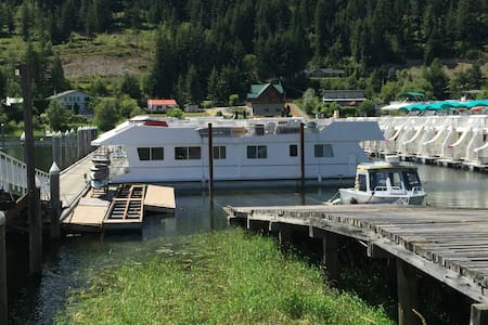 60' Houseboat - Stationary/docked in marina - Boot