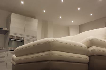"""PERI PERI HOLIDAY HOME - SYRACUSE - Solarino - Apartment"