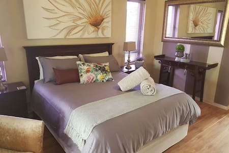 """Home """"Suite"""" Home - Hartbeespoort - House"""