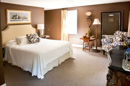 Historic Roger Sherman Inn in New Canaan, CT - New Canaan - Bed & Breakfast