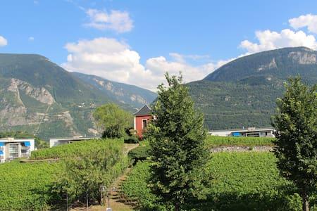 Suite - Jacuzzi - Vue sur Val d'Anniviers - Sierre - Apartment