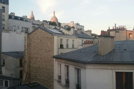 Lovely little room in Montmartre Sacré-Coeur view - Paris - Apartment