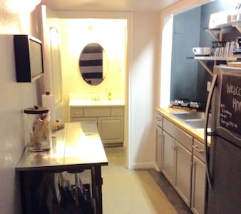 Jack Street Treat (Montrose) - Houston - Apartment