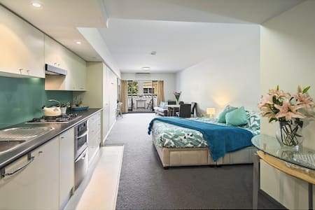 Modern studio apartment 15 min from CBD - Northbridge - Apartment
