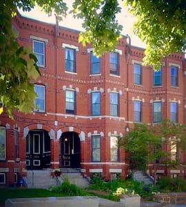 Sunny Artist Loft In Historic Brownstone - Boston - Appartement