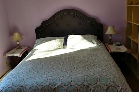 Quiet East Side Room - Wallingford - Talo
