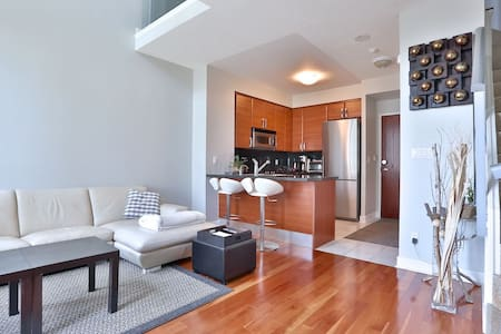 Luxury 2br LOFT at Yonge & HWY 401 - Toronto