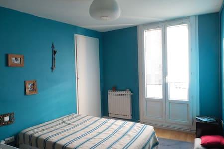 Jolie chambre bleue ensoleillée. - Béziers - Apartment