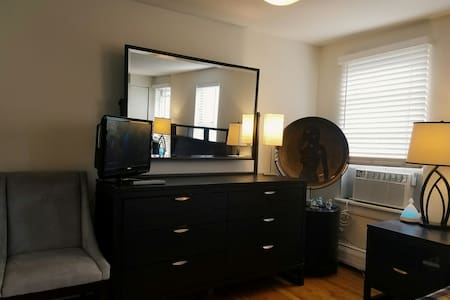 10 Minutes To Downtown NYC Studio - Jersey City - Apartment