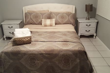 [[Cozy queen bedroom & parking - Inglewood - Haus