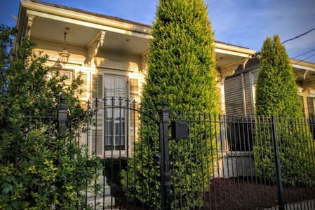 One Bedroom in loft  2 queen beds near Magazine - New Orleans