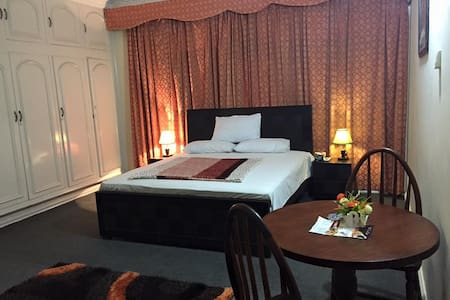 Bed & Breakfast ACCOMMODATION AVAIL - Bed & Breakfast