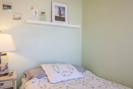 Sunny Room in Charming Townhouse - Pittsburgh - Townhouse