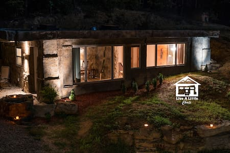 The Bedrock Cave House (Live A Little Chatt) - Ev