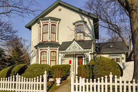Historic 1864 Victorian near metra westline - House