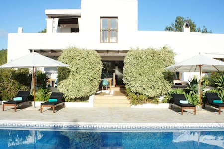 Total privacy-Own Ibiza enchanted forest w. views - Huis