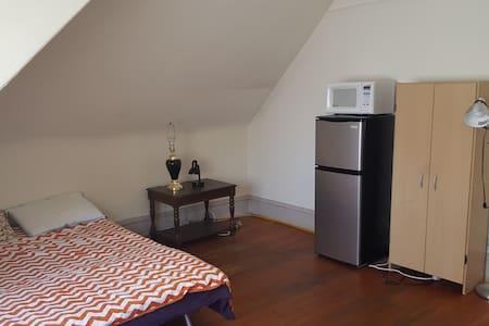 Private Room close to Campus - Berkeley - Apartment