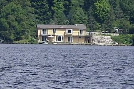 5 bedroom cottage, 4ft from water. - Chalupa