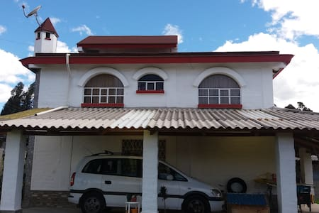 Habitación confortable en casa estilo campestre - Sangolqui