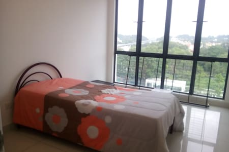 Quiet and comfortable room near MRT - Cheras - Wohnung