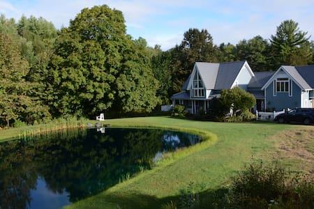 Dreamy getaway home on the river! - New Haven - Huis