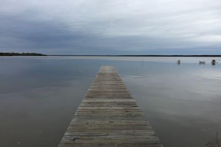 Cozy Lakefront Cabin - Quinlan - Casa