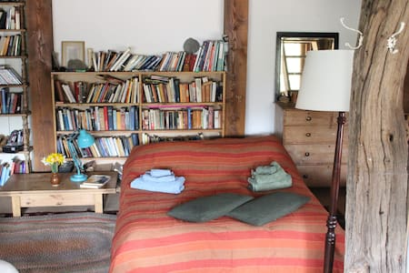 Self-contained rustic barn for two. - Apartment