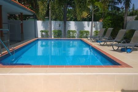 Mountain Beach Villa, Pak Nam Pran - Villa