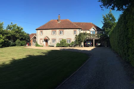 Beautiful 17C Modernised Farmhouse - Chichester - Huis
