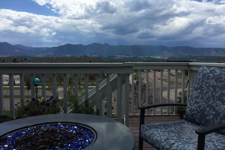 Spacious Private Room & Bath by Air Force Academy - Colorado Springs - Hús