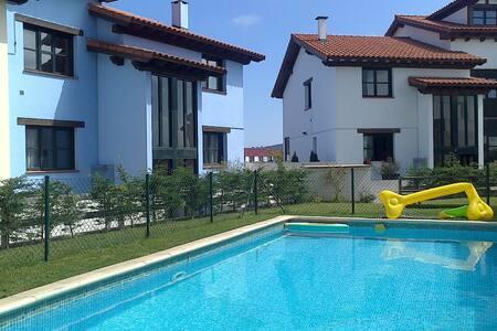 Apartamento con piscina a 2km playa - Colombres