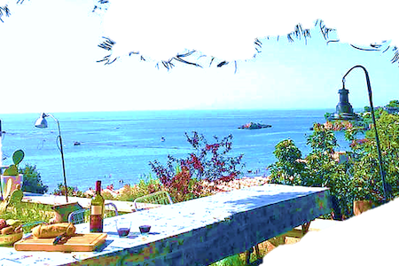 This house is perfect to day visits to Rome & Naples / Pompei (1 hour city centre by train), enjoy (few minutes' walk): sea&white sand Serapo beach, SPA, restaurants, shops.  This villa has genuine Mediterranean character and the stunning sea view.