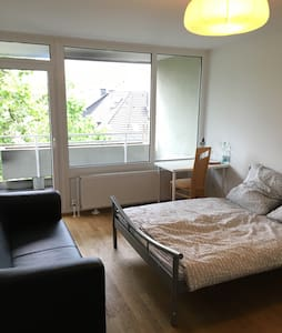 Amazing Room With Balcony - Center of Düsseldorf - Appartement
