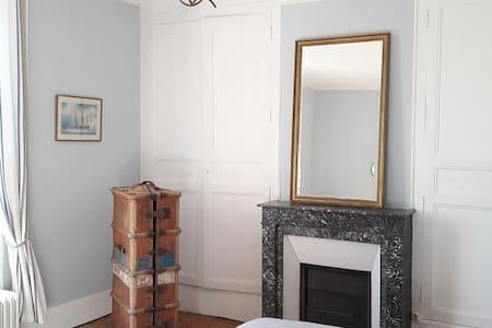 Charmante chambre maison dans Vexin à 50' de Paris - House