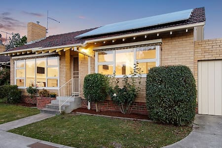 Lithgow Avenue Villa Unit - Blackburn - Villa