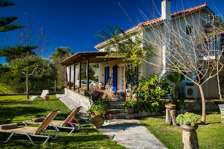 Cozy 3 bedroom garden Villa sleeps 6 - Villa
