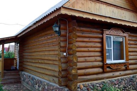 Рубленый гостевой домик с камином - Suzdal' - Dom