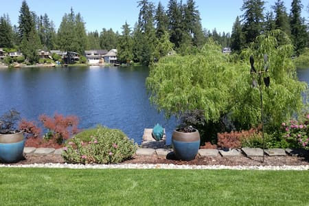 Quiet Lakeside Retreat - Maple Valley - Casa