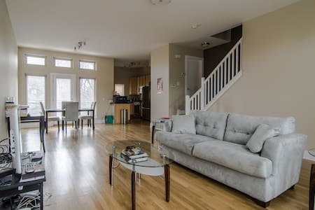 Condo in Greater University Circle - Cleveland - Hus