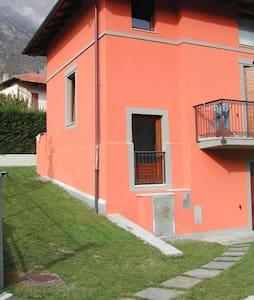 BILOCALE IN VILLETTA CON GIARDINO - Villa