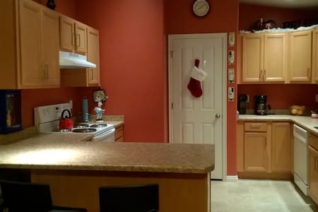 Cozy two bedroom townhouse with attached garage!!! - Salt Lake City - Reihenhaus