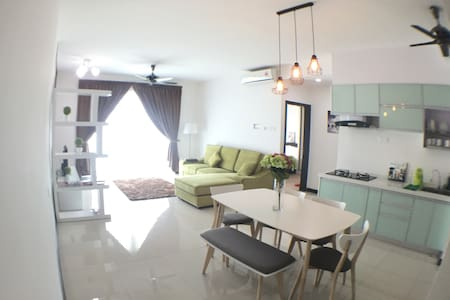 BRAND NEW 5* SeaviewCondo in the heart of PENANG - Gelugor - Appartement en résidence