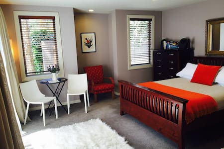 Private room with ensuite bathroom - Auckland