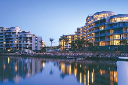 uninterrupted water views in resort-like building - Wentworth Point - Apartment