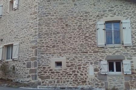 CHAMBRE DANS MAISON EN PIERRE - House