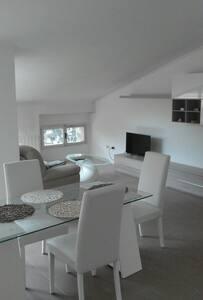 Luminoso trilocale mansardato - Ghiaie - Apartment