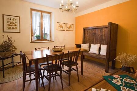 Casa Zelai en Echarri situada a 17 km de Pamplona - House