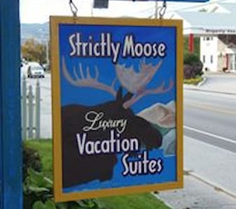 Strictly Moose Luxury Vacation Suites - Egyéb